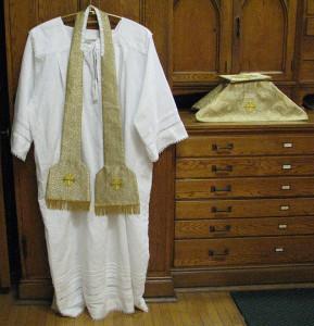 vestments035w