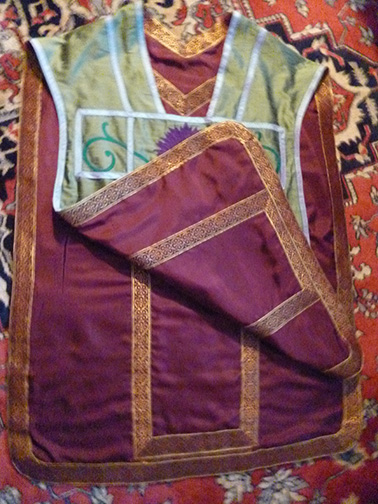 Reversible silk travel vestment.
