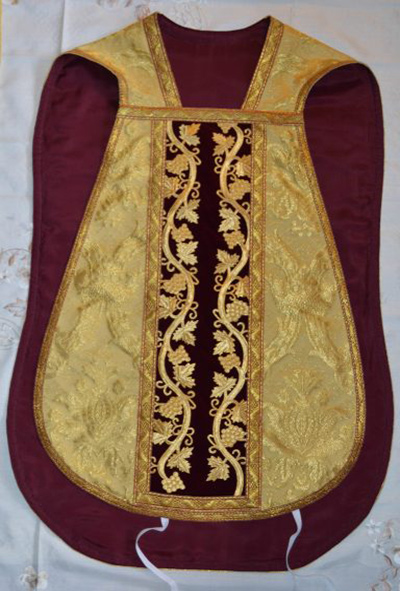 Gold Roman Chasuble - front